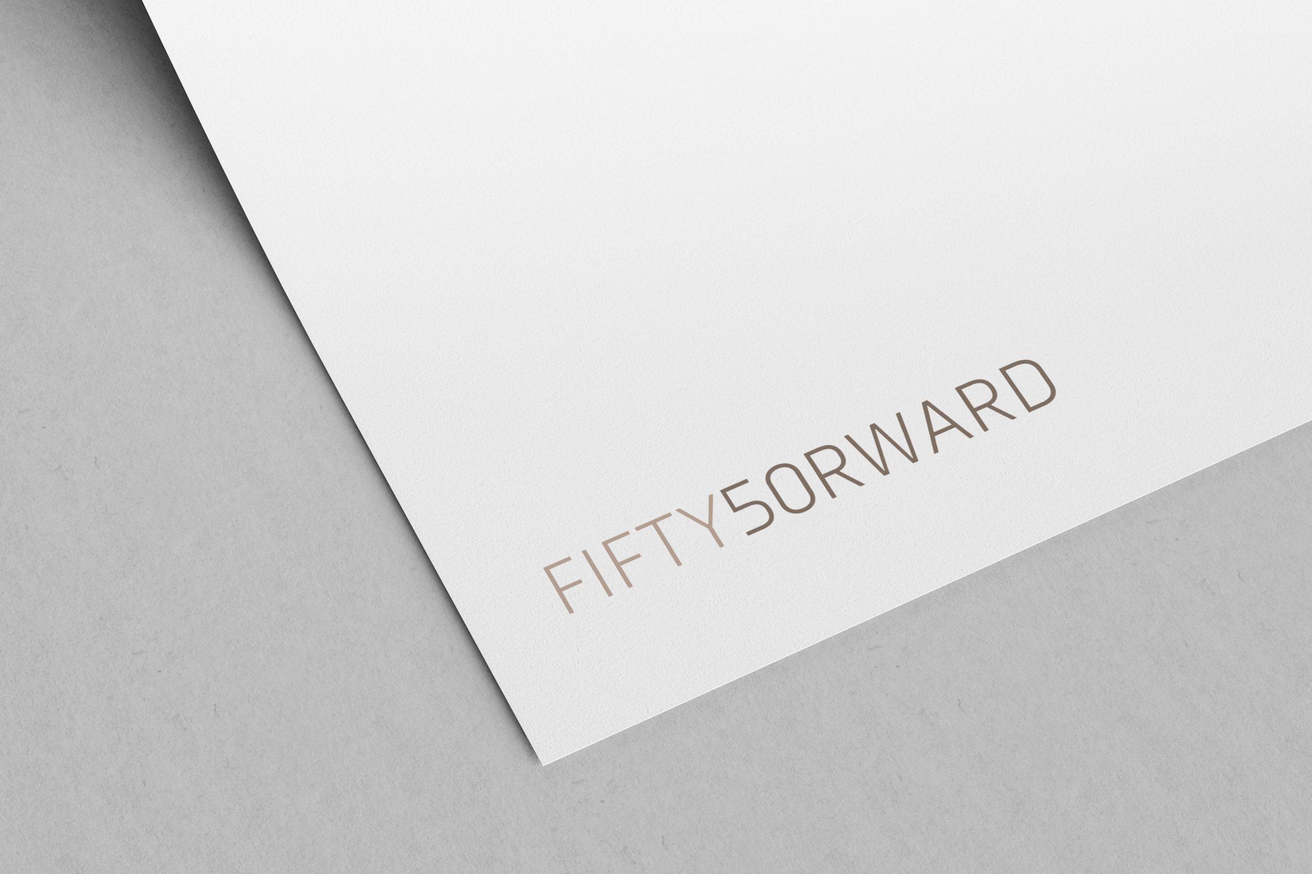 Fiftyforward logo plassert på brevpapir